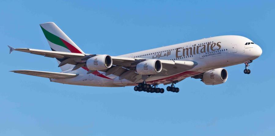 Avión de línea Emirates (horizontal-x3)