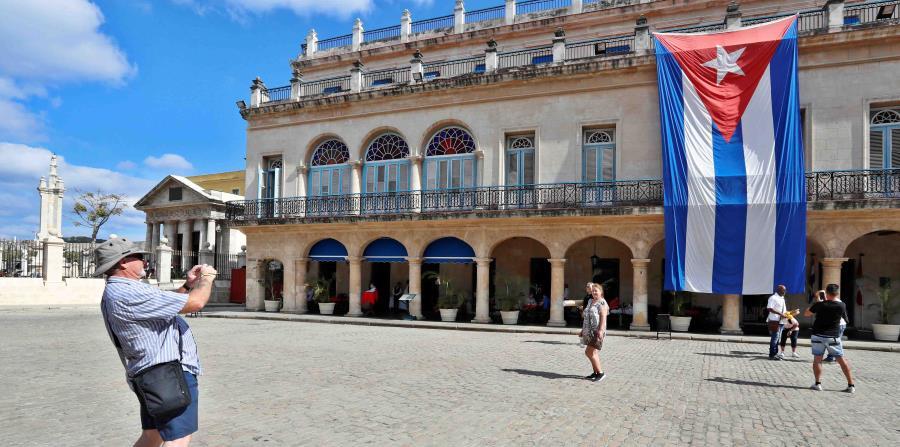 La viceministra de Relaciones Exteriores de Cuba, Ana Teresita González Fraga, arribó este domingo a la República Dominicana, en visita de trabajo que se extenderá hasta el miércoles. (EFE / Ernesto Mastrascusa) (horizontal-x3)