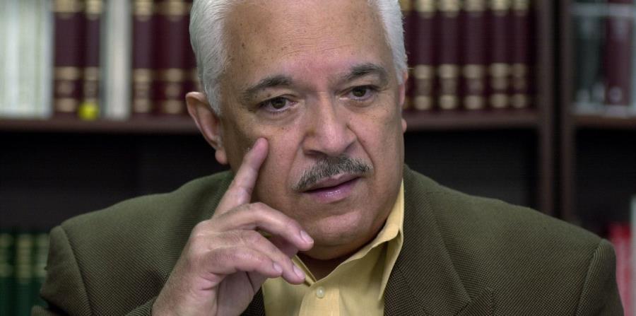 El abogado Nicolás Nogueras durante una conferencia de prensa en el 2004. (Archivo / GFR Media) (horizontal-x3)