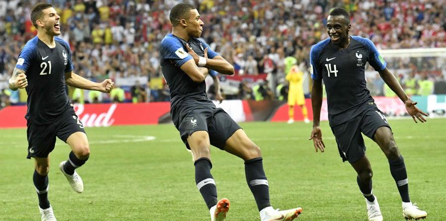 El símbolo de Nike sobresale sobre el número de los jugadores del equipo de Francia en la Copa Mundial. (AP) (horizontal-x3)