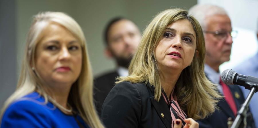 Olga B. Castellón, a la derecha, fue nombrada secretaria interina de Justicia ante la destitución temporal de Wanda Vázquez Garced, a la izquierda. (GFR Media) (horizontal-x3)