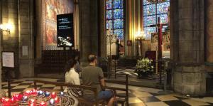 Un vistazo al interior de la catedral de Notre Dame de París