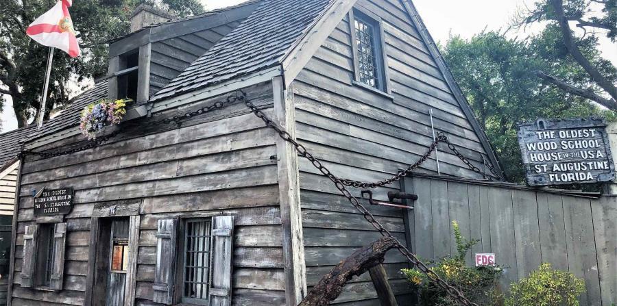 """En pleno centro de San Agustín se encuentra, la """"Vieja Escuela"""". Se trata de la escuela más antigua construida de madera en todo Estados Unidos.  (Gregorio Mayí/Especial para GFR Media)"""