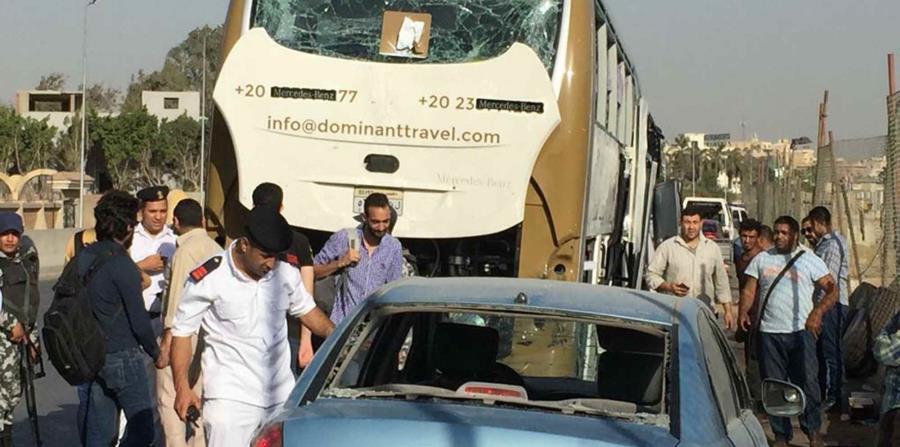 La escena después del atentado cerca de las Pirámides de Giza en Egipto el 19 de mayo del 2019. (AP / Mohammed Salah)