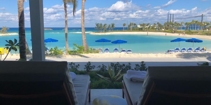 Terraza y playa en villas de Silver Cove en Great Stirrup Cay (Gregorio Mayí / Especial para GFR Media)