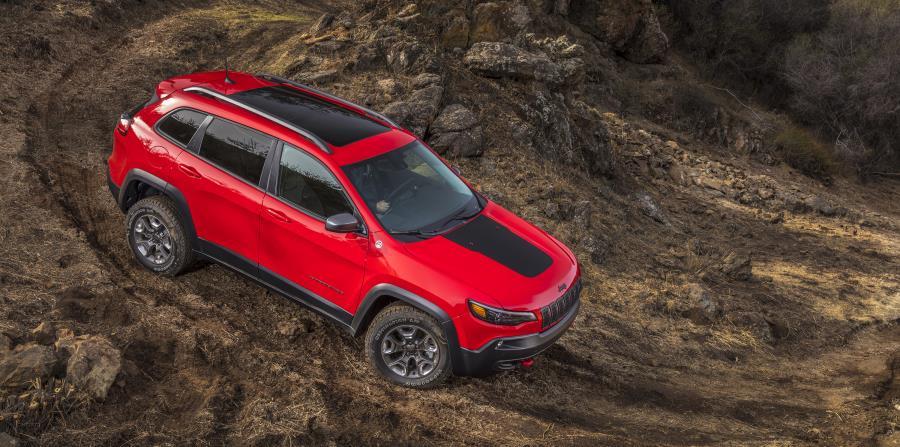 Versión Jeep Cherokee Trailhawk en plena acción.