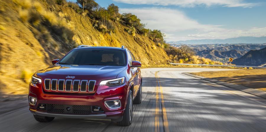 La prueba de manejo de la versión Overland fue por carreteras como la Pacific Coast Highway y las colinas cercanas al Parque Estatal Topanga.