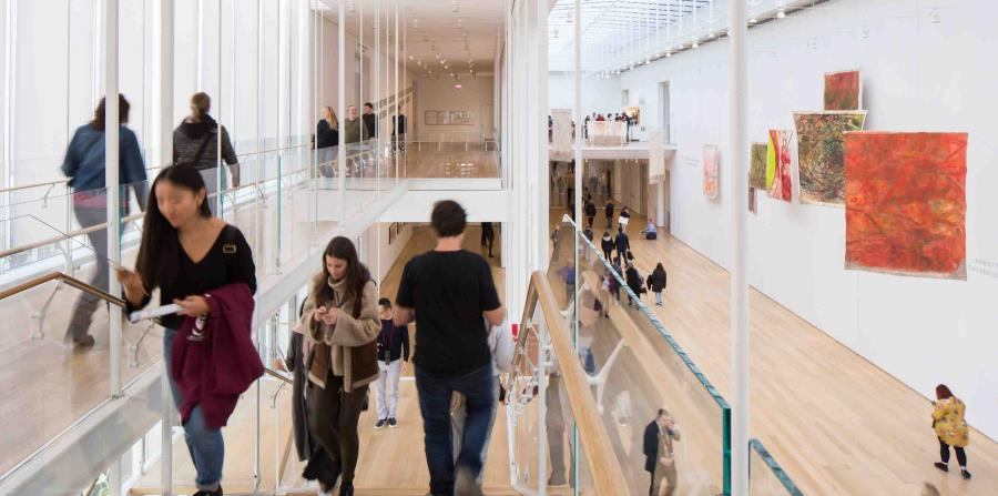 El Instituto de Arte de Chicago tiene varias exposiciones enfocadas en Chicago, entre ellas la obra de seis artistas contraculturales con sede en el South Side y viñetas arquitectónicas del tamaño de una casa de muñecas. (The New York Times)