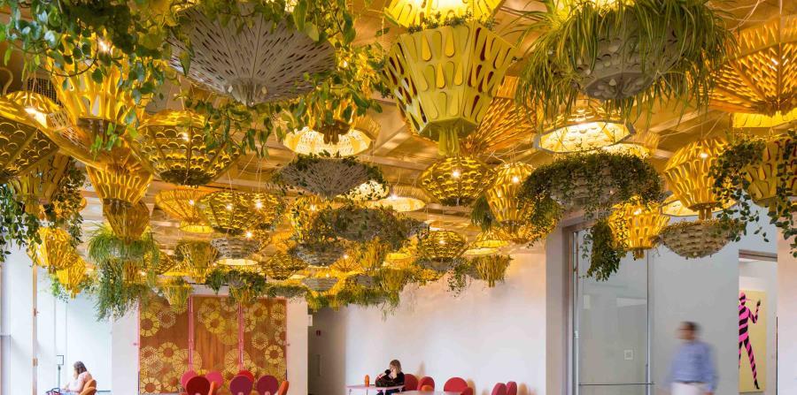 Instalación impresionante en The Commons,  un espacio público en el Museo de Arte Contemporáneo. (The New York Times)