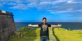 El venezolano Daniel Elbittar celebra su vida y éxito en Puerto Rico
