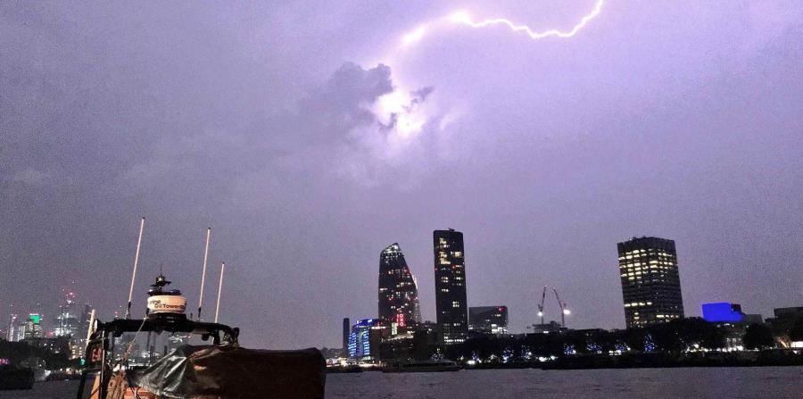 Un relámpago durante una tormenta en Londres, el sábado 26 de mayo de 2018. (horizontal-x3)