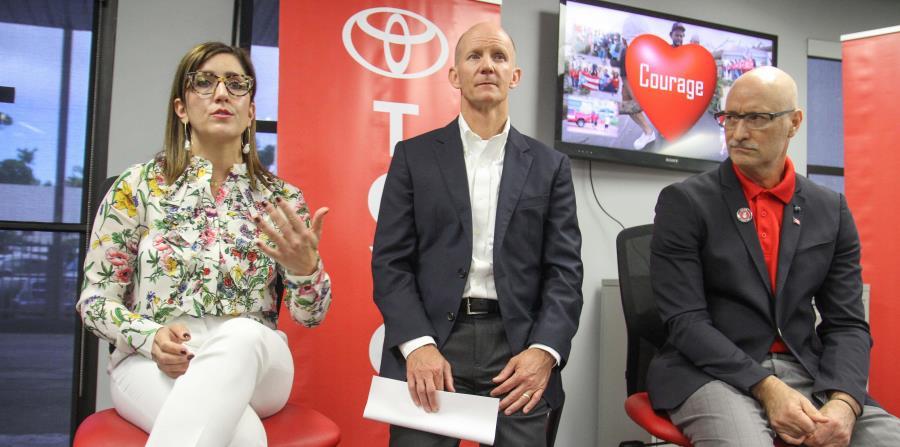 Desde La Izquierda: Nancy Navales, Vicepresidenta De Toyota De Puerto Rico;  Brett Beals, Gerente General De Toyota Financial Services; Y George  Christoff, ...
