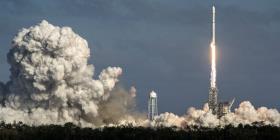 SpaceX lanza con éxito 24 satélites, pero falla en el aterrizaje