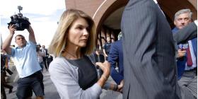 La actriz Lori Loughlin, su esposo y nueve personas más enfrentan más cargos por soborno
