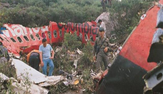 Así quedaron los fragmentos del avión luego de la explosión. (Archivo)