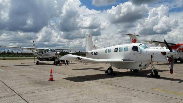 Un niño es el único sobreviviente de accidente aéreo en Indonesia