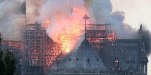 Imágenes del incendio en la catedral de Notre Dame en París