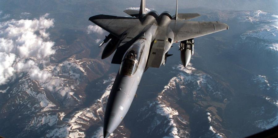 El caza F-15C Eagle cayó al mar. (AP) (horizontal-x3)