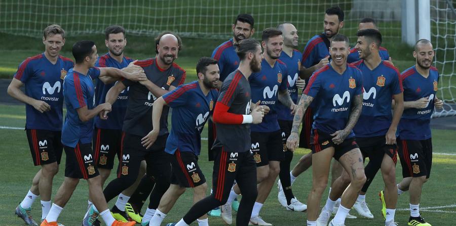 Los jugadores de España durante un entrenamiento del Mundial en Krasnodar, Rusia, el jueves. (AP) (horizontal-x3)