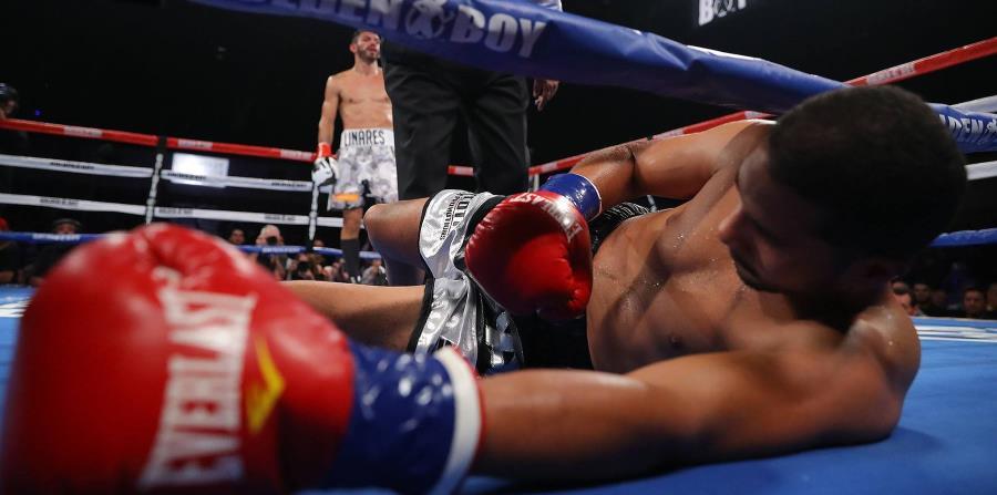 Abner Cotto fue víctima de dos derechazos de Jorge Linares. (Facebook / Golden Boy Boxing) (horizontal-x3)