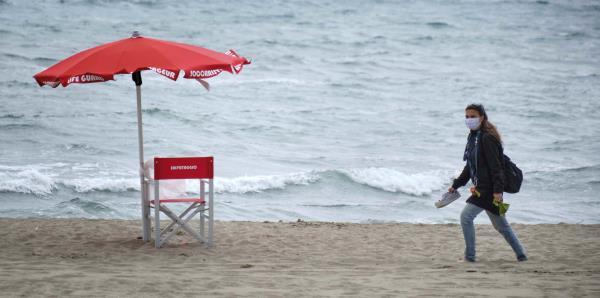 Italia reabre sus playas con estrictas medidas de seguridad y un formato de reservación