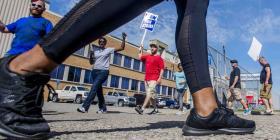 Huelga de trabajadores de GM meten a Trump en apuro político