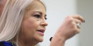 Wanda Vázquez firma dos órdenes ejecutivas que agilizan la contratación gubernamental