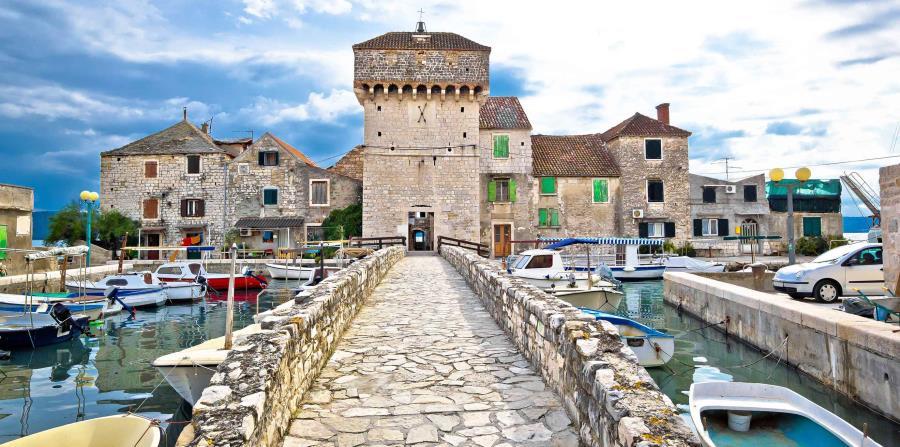 Kastel Gomílica, Croacia (horizontal-x3)