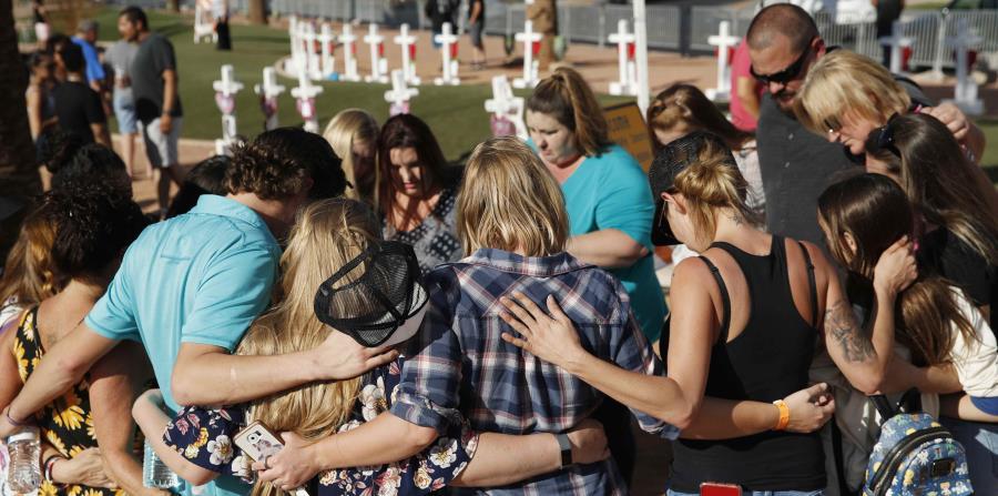 Cientos de personas se dieron cita a la ceremonia de recordación celebrada en un anfiteatro al aire libre. (AP / John Locher) (horizontal-x3)