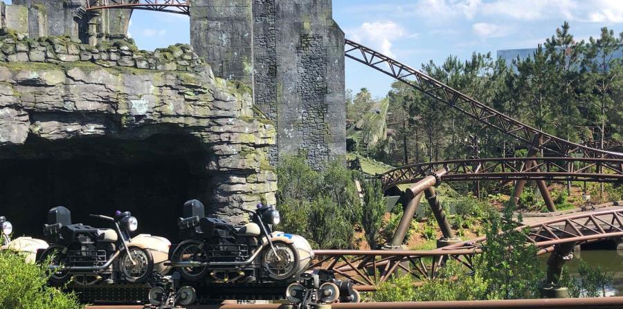 Los vehículos de esta montaña rusa van en set de siete, con siete asientos doble (la moto y el carrito).  (Gregorio Mayí/Especial para GFR Media)