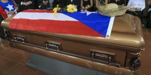 Familiares de Walter Mercado ponen a descansar sus restos