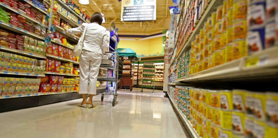 Manuel Reyes, vicepresidente ejecutivo de MIDA, indicó que hay inventario suficiente de comida no perecedera, y aunque el inventario de la comida con duración más corta es menor tampoco hay escasez. (horizontal-x3)