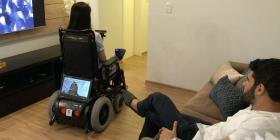 Crean silla de ruedas con inteligencia artificial que se controla con el rostro
