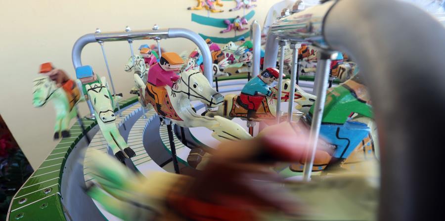 El juego de picas se basa en la extracción de bolos e hipódromos de caballitos manipulados por manivelas. (horizontal-x3)