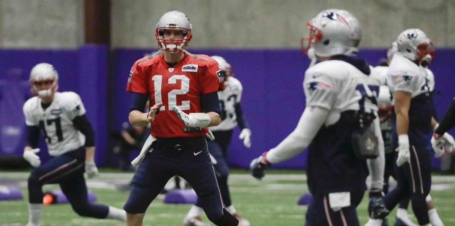 Tom Brady, de los Patriots de Nueva Inglaterra, en una de sus prácticas de cara al Super Bowl (horizontal-x3)