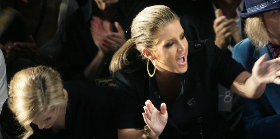 De acuerdo a TMZ, Lisa Marie Presley presentó papeles en el marco de su divorcio con Michael Lockwood. En ellos manifiesta que ha perdido dinero por no pagar impuestos, tarjetas de crédito y mantener facturas pendientes. (horizontal-x3)