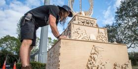 Escultura gigante en honor a víctimas de tiroteo escolar en Florida arderá en fuego