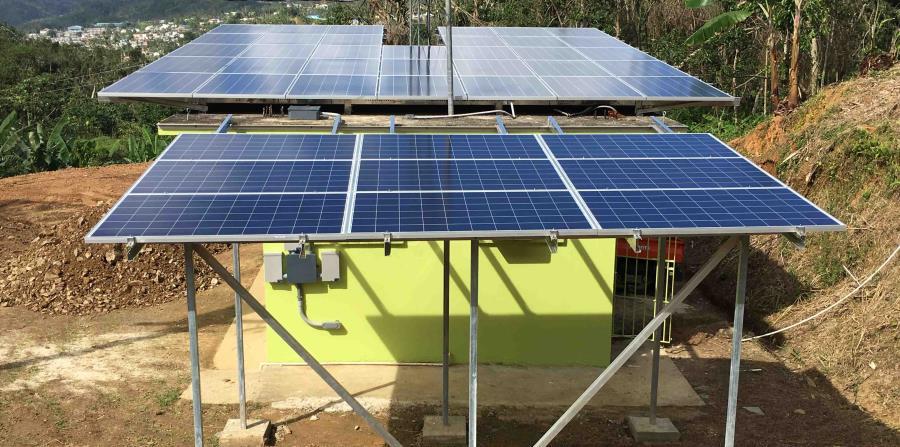 Radio casa pueblo es la primera emisora operada con for Montar placas solares en casa