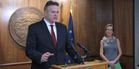 Gobernador de Alaska ofrece ayuda para frontera entre Estados Unidos y México