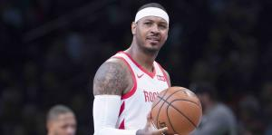 Carmelo Anthony sale de los Rockets de Houston