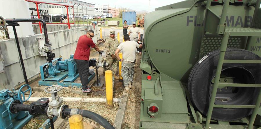 Soldados de la Reserva del Ejercito de Estados Unidos entregan diesel en el hospital HIMA San Pablo de Caguas. (horizontal-x3)
