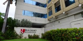 Confuso trato a litigios contra Real Legacy Assurance