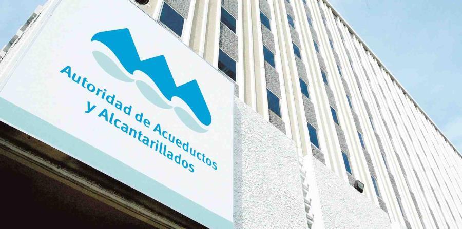 Brigadas de la Autoridad de Acueductos y Alcantarillados trabajan en las reparaciones. (GFR Media) (horizontal-x3)