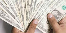 Buscan a un hombre que retiró $9,500 con una identificación falsa en un banco