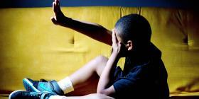 Justicia radica cargos de negligencia a menores contra una madre