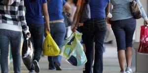 La economía se impacta sin el bono en Navidad, según comerciantes y economistas