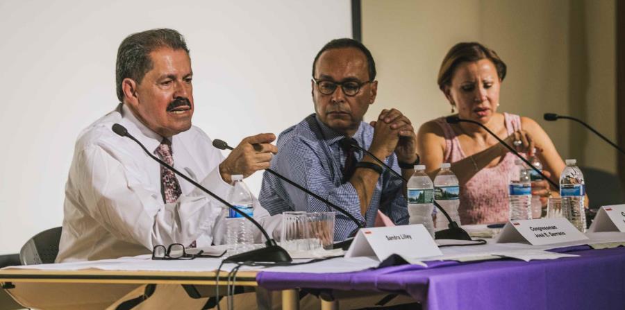 Los congresistas José Serrano, Luis Gutiérrez y Nydia Velázquez (de izq. a der.) lideran el pedido de información al Departamento de Salud federal.  (GFR Media) (horizontal-x3)