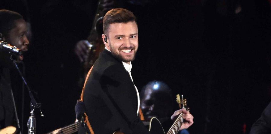 Justin Timberlake durante su presentación en la 49a entrega anual de los premios CMA en Nashville, Tennessee en una fotografía del 4 de noviembre de 2015. (AP) (horizontal-x3)