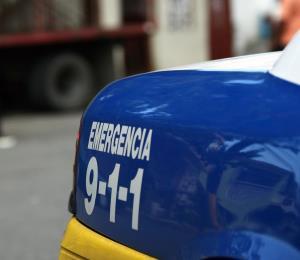 Reportan accidente con un camión volcado frente a centro comercial en Fajardo