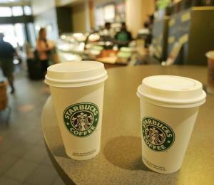 Starbucks reabren al público con protocolos de seguridad e higiene